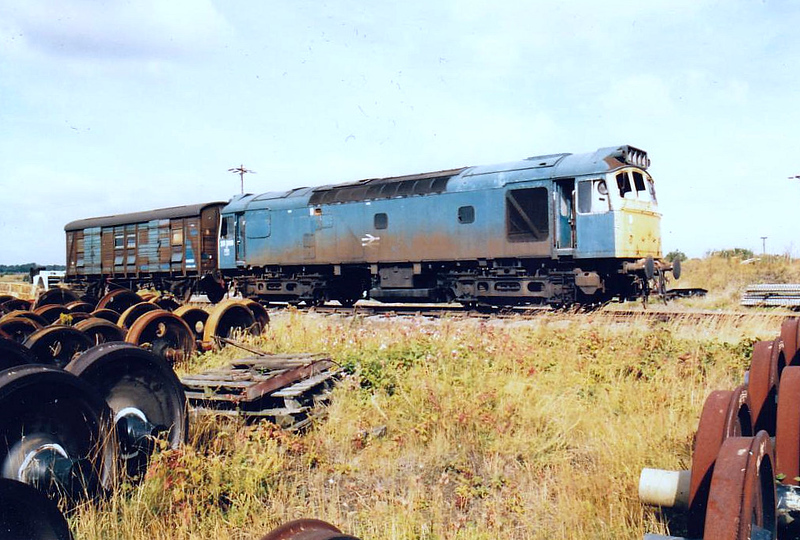 25298 - BR Class 25 Type 2 Bo-Bo - built 04/66 by Beyer Peacock as D7648 - withdrawn 03/85 - seen here at Doncaster Works, withdrawn, in the month it was cut up, 09/86.