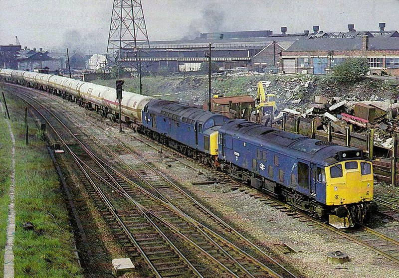 25059 - BR Class 25 Type 2 Bo-Bo DE - built 06/63 by Derby Works as D5209 - 1973 to 25059 - withdrawn 03/87 - preserved - seen here piloting 40155 on 6E41 Ditton - Sheffield Broughton Lane ICI presseure tanks, 05/84.