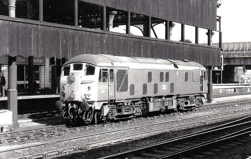 24020 - BR Class 24 Type 2 Bo-Bo DE - built 08/59 by Derby Works as D5020 - 1973 to 24020 - withdrawn 08/75 from Manchester Longsight TMD - seen here at Manchester Victoria, 09/74.