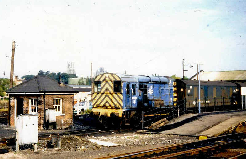 08702 - BR/EE Class 08 0-6-0DE Shunter - built 02/60 by Horwich Works as D3869 - 1973 to 08702 - withdrawn 05/98 from Old Oak CommonTMD - seen here at Ely in 1980.