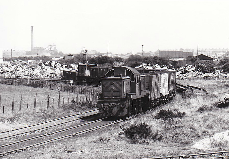 NATIONAL COAL BOARD, Ashington Colliery - No.5 - ex-BR Class 14 0-6-0DM - built 03/65 by Swindon Works as BR No.9536 - 05/69 withdrawn from 87E Landore - 03/70 to NCB, Ashington - 02/85 withdrawn - 12.85 scrapped at Ashington - seen here at Hirst Junction, 05/82.