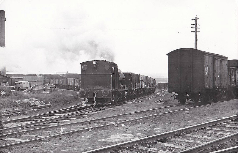 TUNNEL PORTLAND CEMENT COMPANY, West Thurrock - POLAND - 0-4-0ST - built 1940 by Peckett & Co., Works No.1994 - 03/59 acquired from Hadfield Ltd., Sheffield - seen here 03/62.