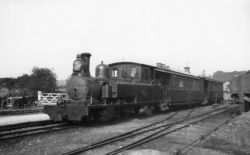 LEEK & MANIFOLD VALLEY LIGHT RAILWAY - No.2 JB EARLE - 2-6-4T - built 1904 by Kitson & Co. - 1934 withdrawn, scrapped at Crewe Works - awaits departure form Hulme End Station.
