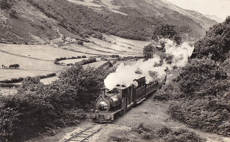 TALYLLYN RAILWAY - No.3 SIR HAYDN - 0-4-2ST - 686mm - built 1878 by Hughes Loco & Tramway Eng. Works Ltd., No.323 - 1957 withdrawn - 1968 returned to service.