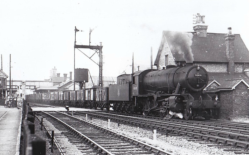 90491 -  WD Class 8F 2-8-0 - built 08/44 by Vulcan Foundry as WD No.8706 - 01/45 to WD No.78706, 02/47 to LNER No.3170, 06/48 to BR No.63170, 09/49 to BR No.90491 - 09/65 withdrawn from 41E Staveley - seen here at Sleaford , 09/52.