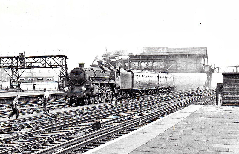 73112 MORGAN LE FAY - Riddles BR Class 5MT 4-6-0 - built 10/56 by Doncaster Works - 06/65 withdrawn from 70 Nine Elms - seen here at Clapham Junction.