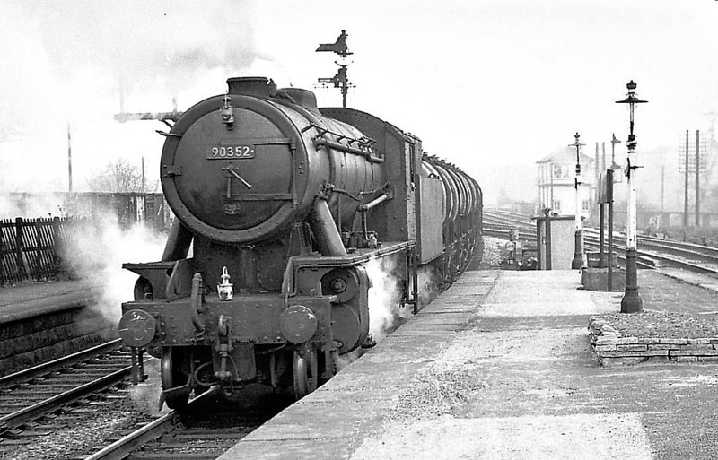 90352 - WD Class 8F 2-8-0 - built 03/44 by North British Loco Co. as WD No.7283 - 01/45 to WD No.77283, 12/51 to BR No.90352 - 06/67 withdrawn from 50D Goole - seen here at Clay Cross.