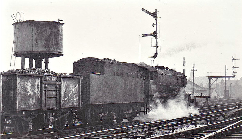 90135 -  WD Class 8F 2-8-0 - built 05/43 by North British Loco Co. as WD No.7040 - 01/45 to WD No.77040, 06/52 to BR No.90135 - 09/67 withdrawn from 52G Sunderland - seen here at Blackburn, 09/66.