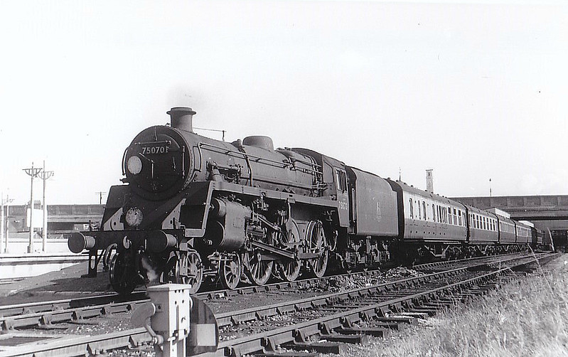 75070 - Riddles BR Class 4 4-6-0 - built 10/55 by Swindon Works - 09/66 withdrawn from 70D Eastleigh - seen here at Southampton Central, 10/58.