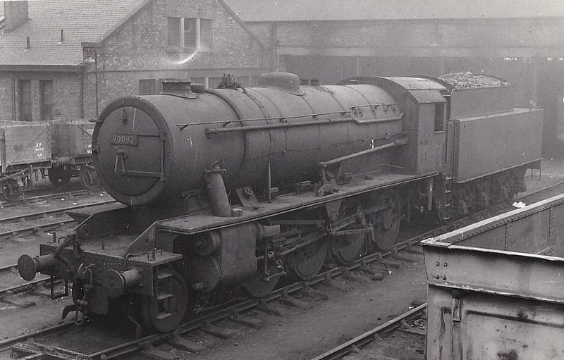 90082 - WD Class 8F 2-8-0 - built 09/44 by North British Loco Co. as WD No.7298 - 01/45 to WD No.77298, 03/47 to LNER No.3082, 04/48 to BR No.63082, 11/50 to BR No.90082 - 07/66 withdrawn from 51C West Hartlepool.