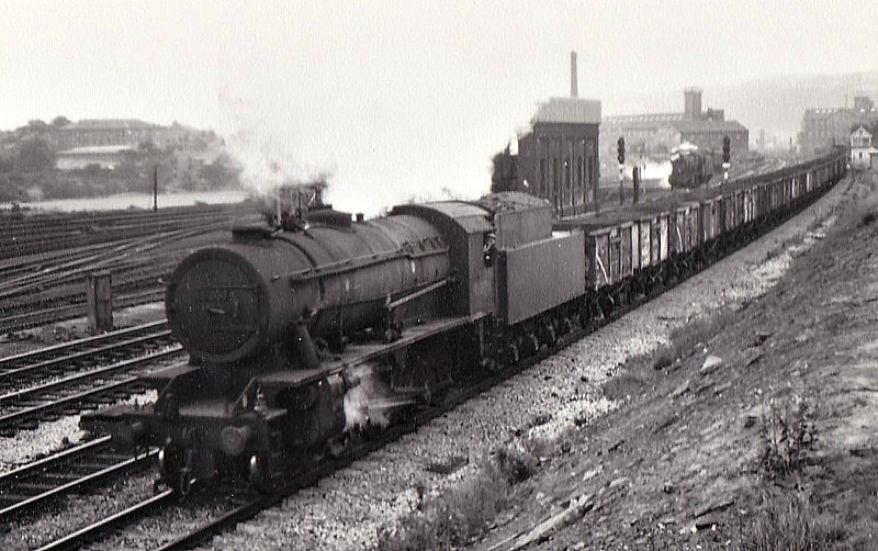 90074 -  WD Class 8F 2-8-0 - built 08/44 by North British Loco Co. as WD No.872 - 01/45 to WD No.70872, 03/47 to LNER No.3074, 04/48 to BR No.63074, 09/49 to BR No.90074 - 09/67 withdrawn from 51C West Hartlepool - seen here at Mirfield, 09/66.