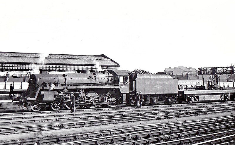 75079 - Riddles BR Class 4 4-6-0 - built 01/56 by Swindon Works - 11/66 withdrawn from 71A Eastleigh - seen here at Clapham Junction.