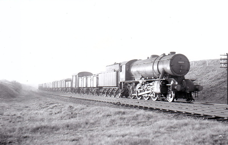 90023 - WD Class 8F 2-8-0 - built 10/43 by North British Loco Co. as WD No.7369 - 01/45 to WD No.77369, 02/47 to LNER No.3023, 08/48 to BR No.63023, 11/50 to BR No.90028 - 09/62 withdrawn from 33B Tilbury.