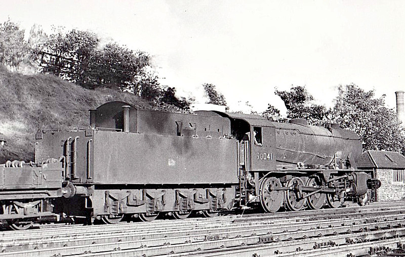 90041 - WD Class 8F 2-8-0 - built 02/44 by North British Loco Co. as WD No.7435 - 01/45 to WD No.77435, 02/47 to LNER No.3041, 12/48 to BR No.63041, 04/49 to BR No.90041 - 12/66 withdrawn from 62C Dunfermline Upper - seen here at Aberdeen.