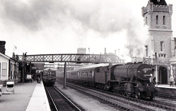 90161 - WD Class 8F 2-8-0 - built 07/43 by North British Loco Co. as WD No.7176 - 01/45 to WD No.77176, 08/51 to BR No.90161 - 02/64 withdrawn from 36C Frodingham - seen here at Lincoln Central  on empty stock duties in August 1960.