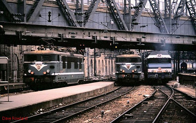 BB 16660 is seen again at Paris Gare de l'Est, this time with 16398 and 72051. 25th November 1988.
