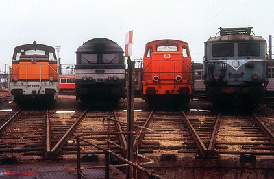 Seen around the turntable at Tours St Pierre des Corps depot are (l-r): 63004, 68075, industrial 13-201, & an unidentified BB 300 class electric. 26th November 1988.