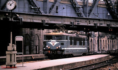 BB 16660 is seen at 'the country end' at Paris Gare de l'Est on 25th November 1988.