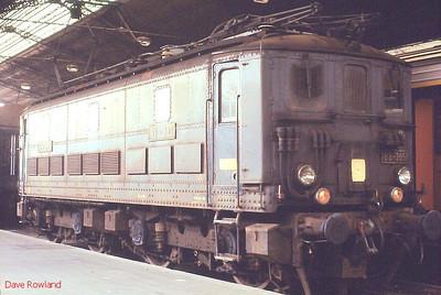 BB 305 (built 1938) is seen on ECS duties at Paris Austerlitz on 25th November 1988.
