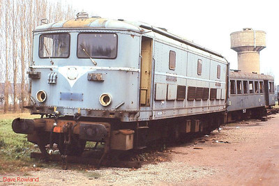 BB 341 and ZBD4123 are seen dumped off-track at Tours St Pierre des Corps depot on 26th November 1988.