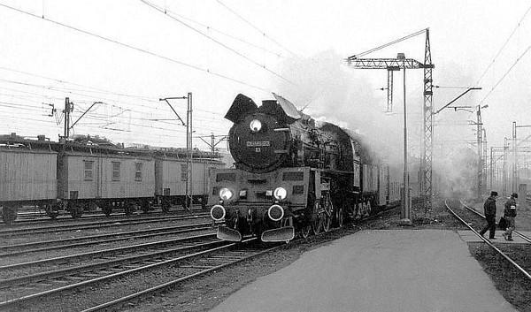 PKP 2-6-2 Ol49 23 runs into Poznan Glowny with a passenger service from Wolsztyn on 1st March 1994.