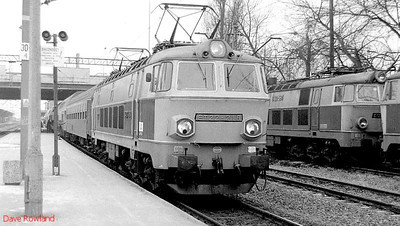 PKP ET22 584 passes the stabling point as it arrives at Poznan Glowny with a westbound passenger service. 1st March 1994.