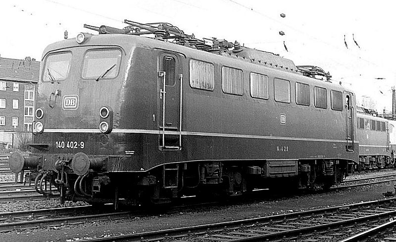 140 402, Oberhausen Osterfeld Sud depot, 26th February 1990.
