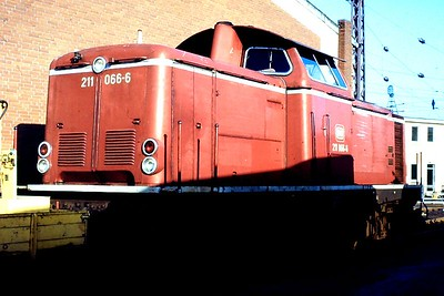211 066, Osnabruck 1 depot, 24th February 1990.
