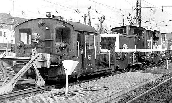 323 276, 332 150, 365 733, Oberhausen Osterfeld Sud depot, 26th February 1990.