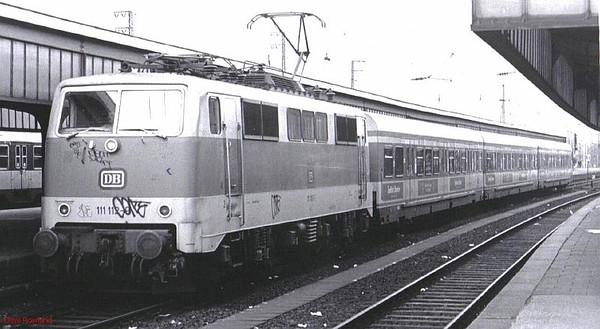111 112, Oberhausen Hbf, 26th February 1990.