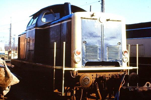 211 012, Osnabruck 1 depot, 24th February 1990.