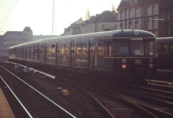 Hamburg S-bahn class 470 EMU, Hamburg Altona, 24th February 1990.