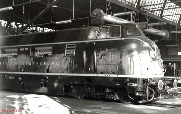 V200 033 (220 033), Hamm depot, 23rd February 1990.
