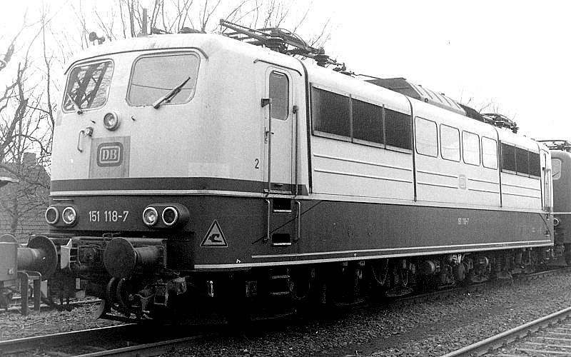 151 118, Oberhausen Osterfeld Sud depot, 26th February 1990.