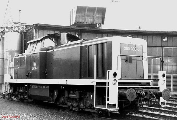 290 330, Krefeld depot, 26th February 1990.