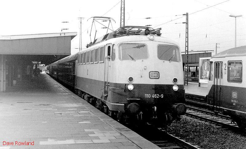 110 462, Oberhausen Hbf, 26th February 1990.