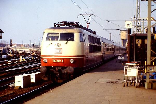 103 242, Hamburg Altona, 24th February 1990.