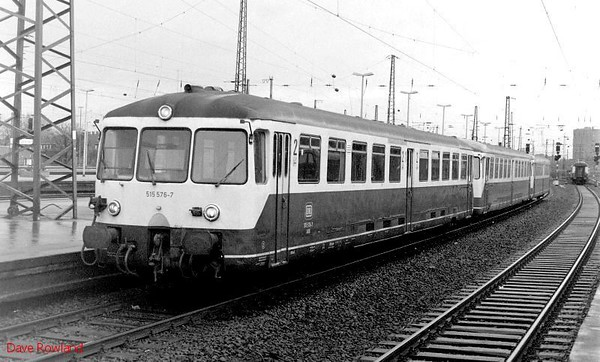 Battery railcar 515 576, 515 647, 815 617, Oberhausen Osterfeld Sud Hbf, 26th February 1990.
