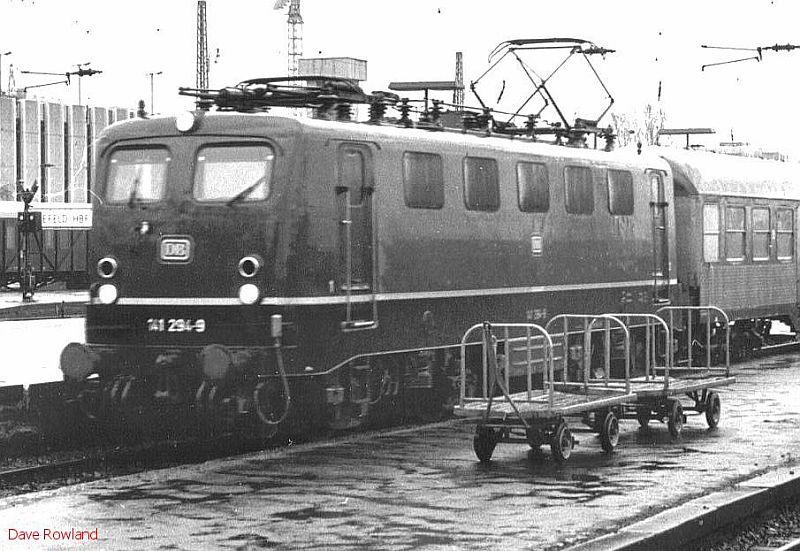 141 294, Krefeld Hbf, 26th February 1990.