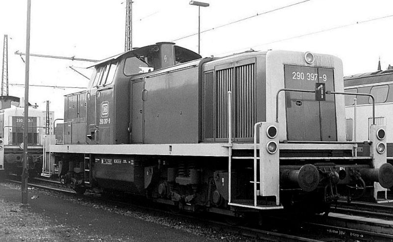 290 307, Oberhausen Osterfeld Sud depot, 26th February 1990.