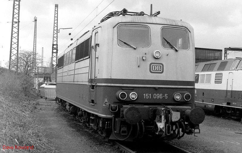 151 096, Oberhausen Osterfeld Sud depot, 26th February 1990.