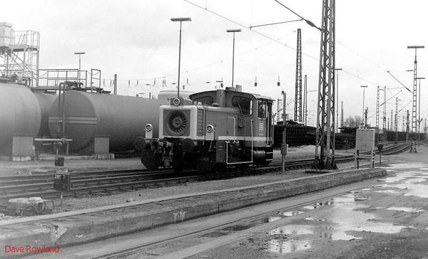 335 218, Oberhausen Osterfeld Sud depot, 26th February 1990.