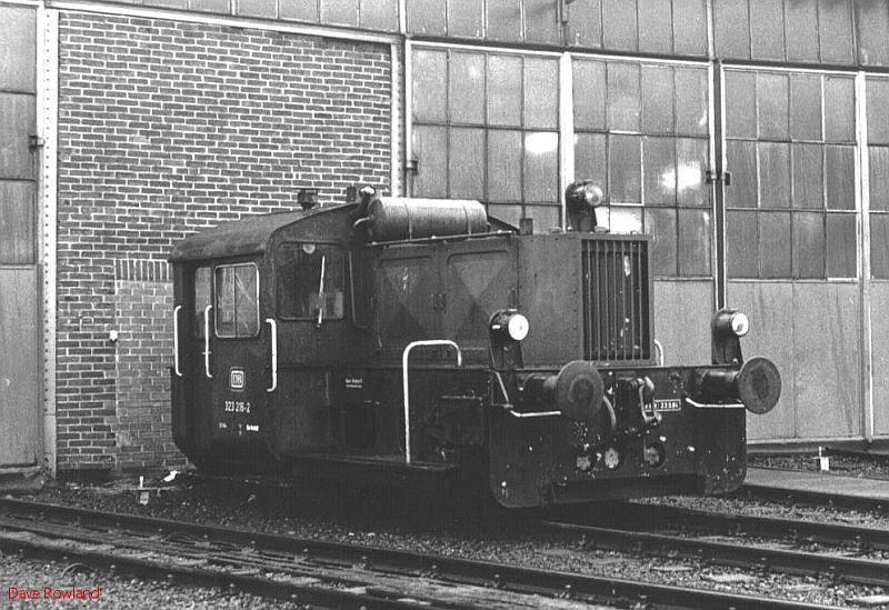 323 216, Krefeld depot, 26th February 1990.