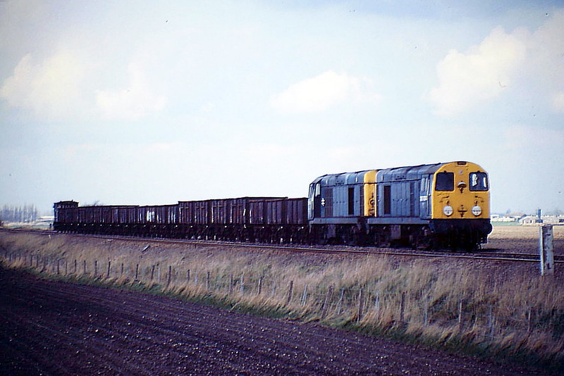 20004 and 20021 pass Stonea Pits with a rake of wagons for scrapping at Mayer Newman at Snailwell, 29/03/88. 20004 was withdran in October 1990 and 20021 followed in March 1991.