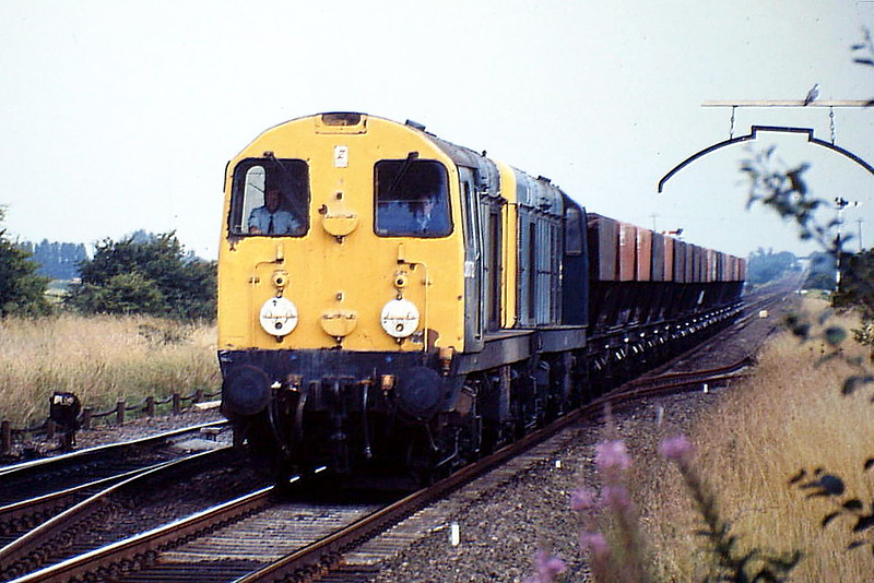 20072 and 20016 pass Manea on 6M09 Colchester - Toton Coal Empties, 10/08/88. 20072 was withdrawn in January 1992 and 20016 in April 1995.