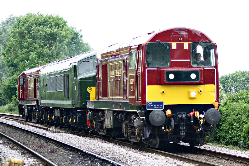 20227 and 20142, both in LT livery, sandwich D8 PENYGHENT, as 0Z45 Derby - Sheringham NNR approaches Badgeney Road AHB bound for next weekend's NNR Diesel Gala, 05/06/17.