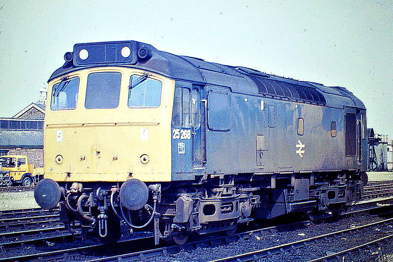 25268 sits on March Depot, 31/07/85, just a couple of months before withdrawal. The loco was renumbered 25902 in December and transferred to Departmental Stock, where it lasted until final withdrawal in March 1987.