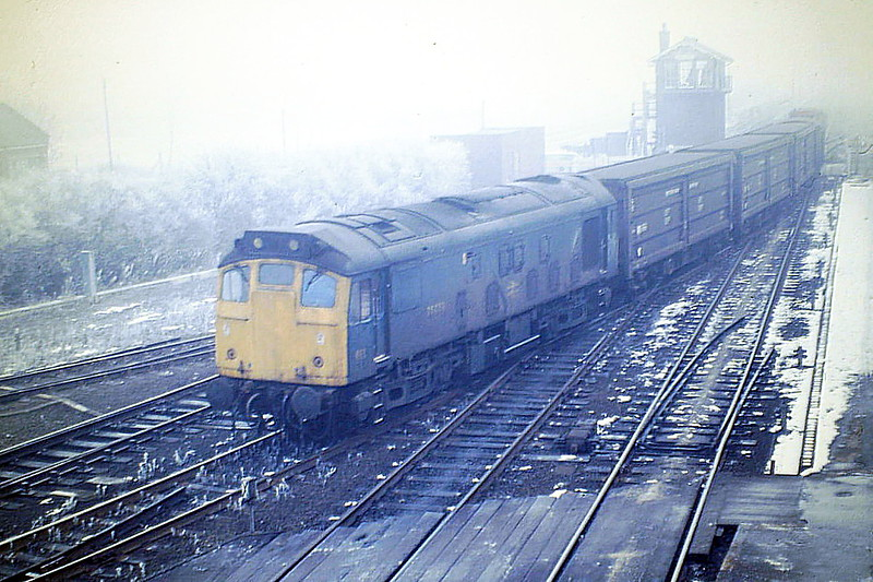 25059 takes the road for Whitemoor on 6H94 from Bury, 20/02/86. This loco was withdrawn in March 1987 and is preserved on the Keighley & Worth Valley Railway.