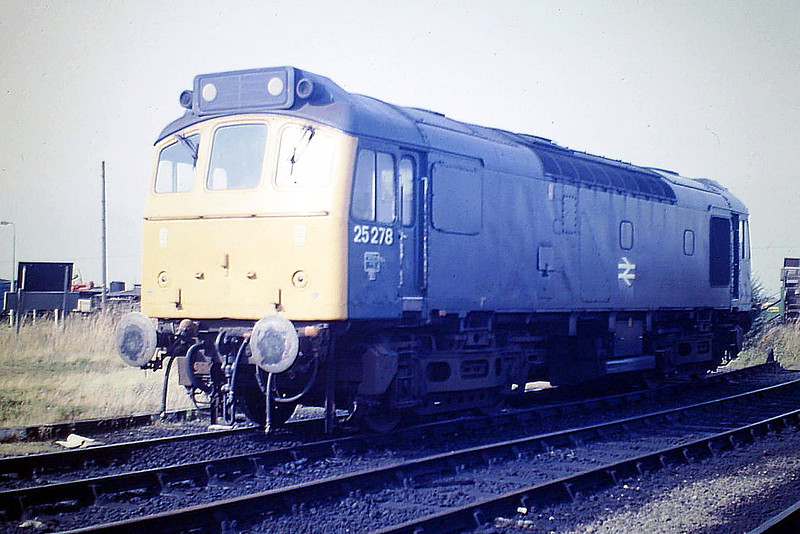 25278 sits in Hundred Road sidings on March Depot, 29/08/85. Withdrawn 6 months later, the loco is now preserved at the North Yorkshire Moors Railway.