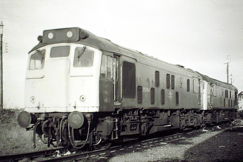 25064 and 25051 are stabled on March Depot, 28/02/85. Both locos had only just over 6 months left in traffic. 25064 was withdrawn in December 1985 and 25051 in September 1985.